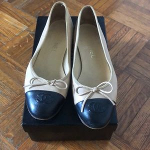 Authentic Chanel cream and black classic flats